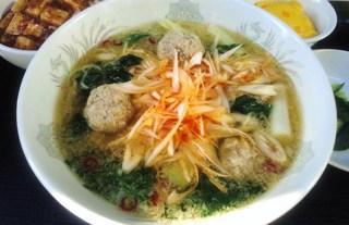 豚肉団子とピリ辛葱の醤油湯麺.JPG